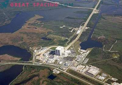 Orkanen Matthew skadar taken vid NASA-nedstigningscentret.