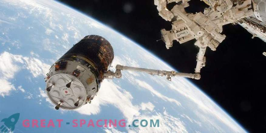 En tyfon försenar lanseringen av en japansk rymdskepp på ISS.