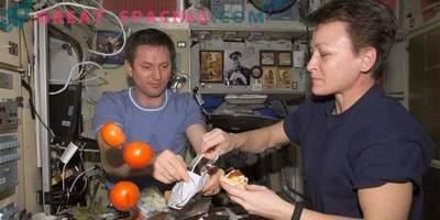 Hur ISS-astronauterna lever: daglig rutin, fritid, sömn och mat