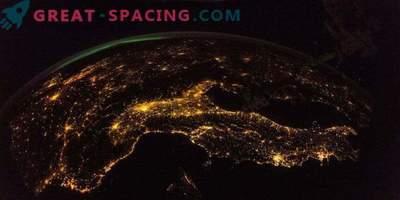 Una straordinaria vista dalla ISS alla notte Terra