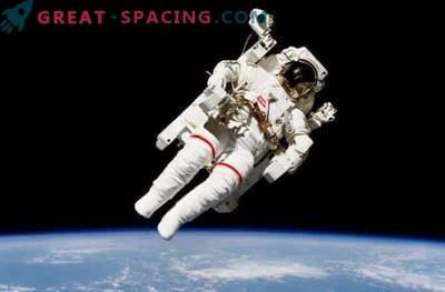 Fascinerande rymdpromenad på rymdstationen: foto