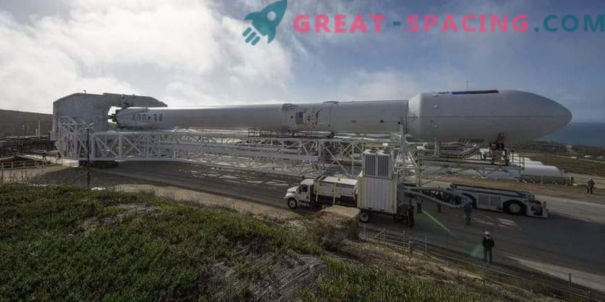 Falcon 9 är redo att starta