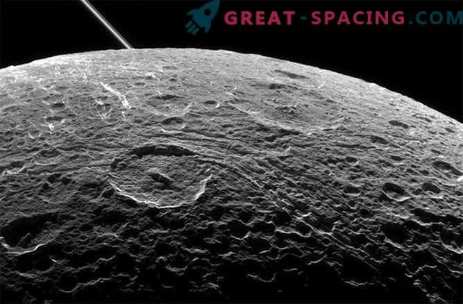 Das Cassini-Raumschiff wird in der verbleibenden Zeit ein weiteres Mal am Saturn-Satelliten Dione vorbeifliegen.