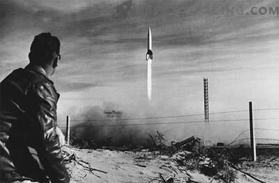 V-2: raket drivs av ett fascistiskt tyskt militärfordon