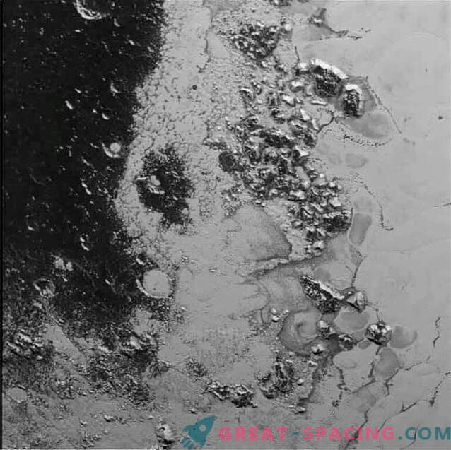 Nya Horizons upptäckte en annan bergskedja på Pluto.