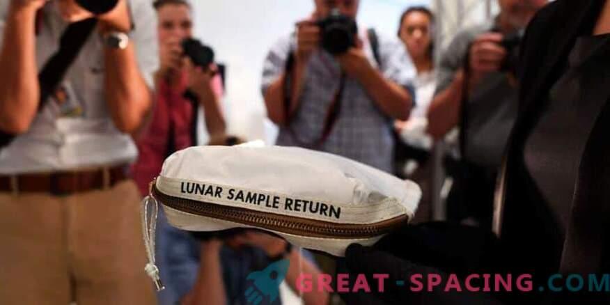 Neil Armstrongs mångväska säljer för 1,8 miljoner dollar